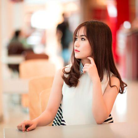 girl, sitting, waiting, Canon EOS 5D MARK III