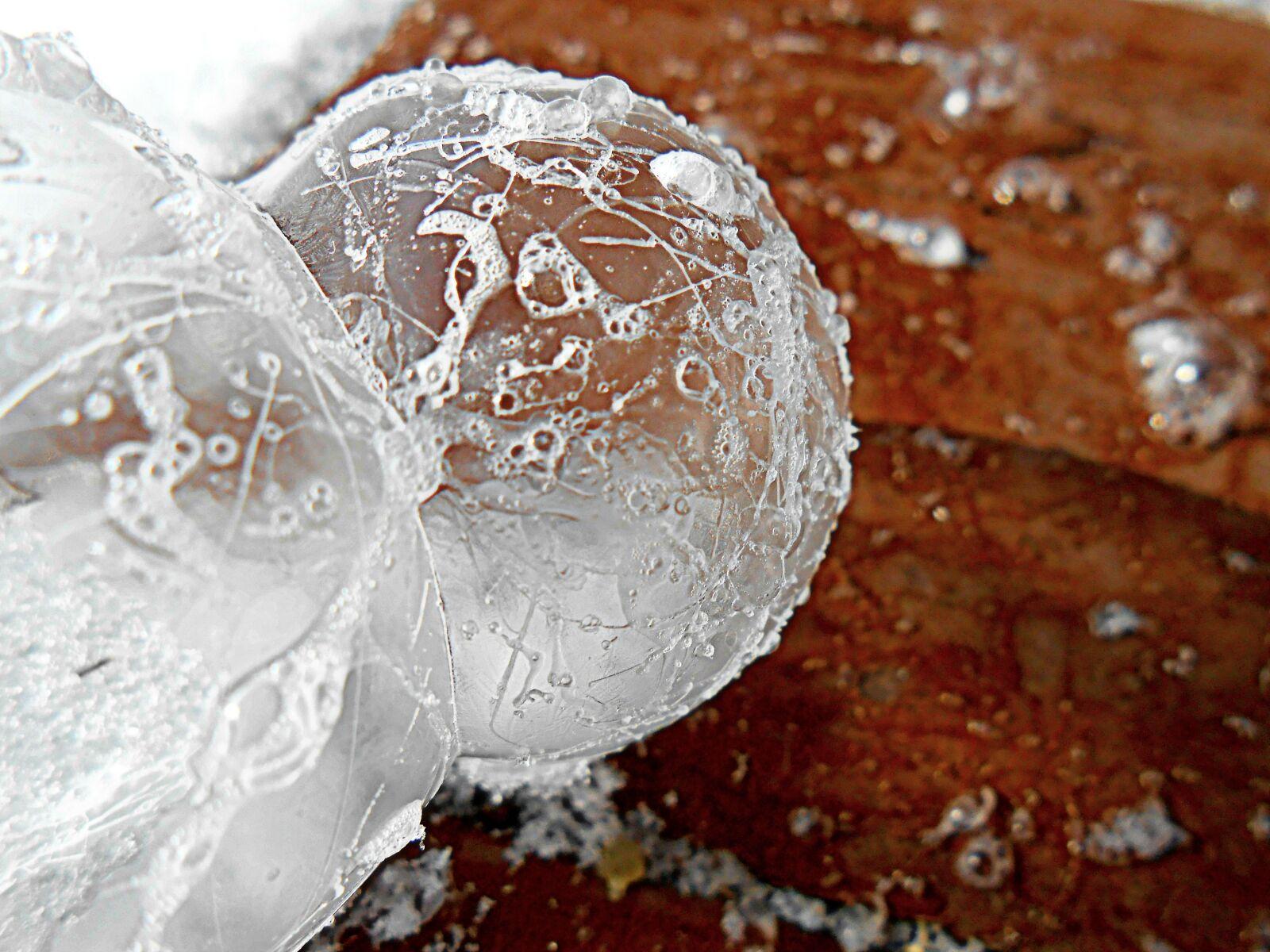 """Nikon Coolpix S4300 sample photo. """"Frozen, bubbles, bubble"""" photography"""