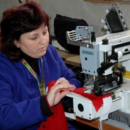 female, worker, demonstrates, stitch, Nikon D70