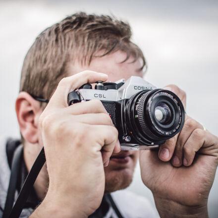 man, holding, black, silver, Nikon D5500