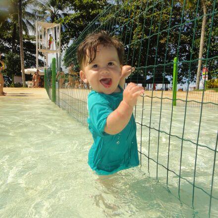 bebe, pool, happy, Sony DSC-TX5