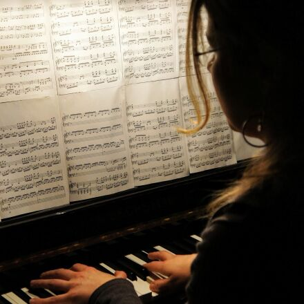 piano, playing the piano, Sony NEX-5