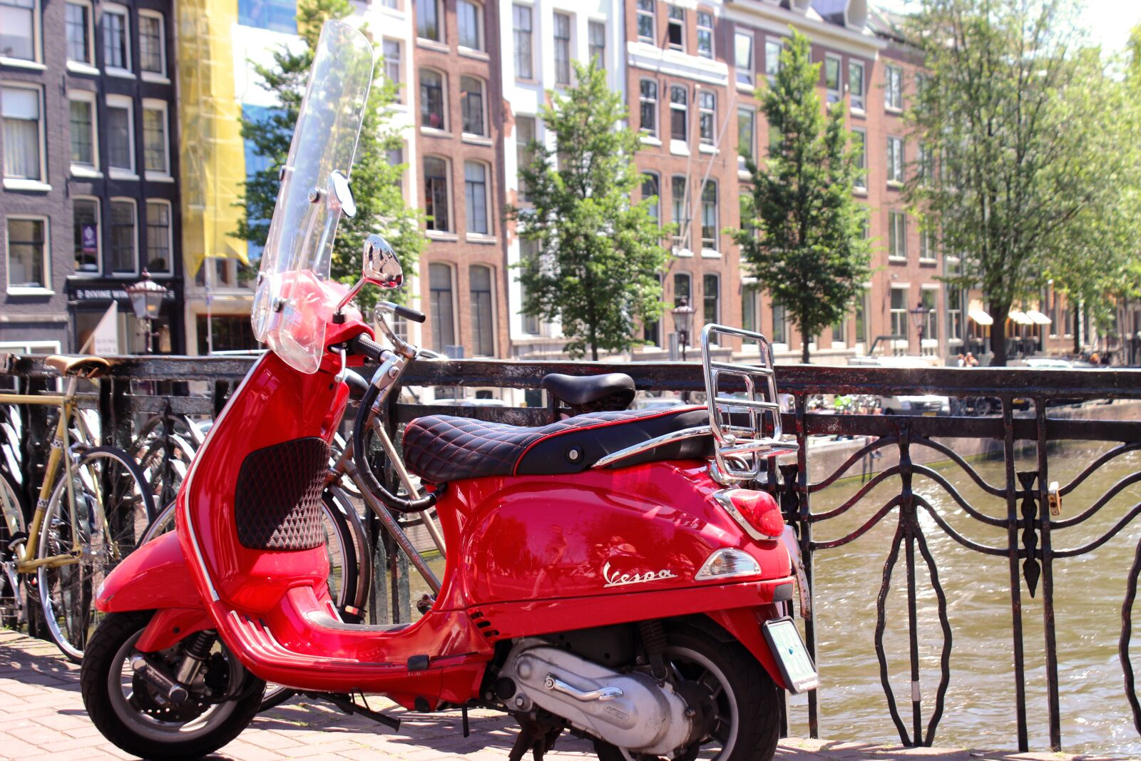 """Canon EOS 600D (Rebel EOS T3i / EOS Kiss X5) sample photo. """"Vespa, motor scooter, roller"""" photography"""