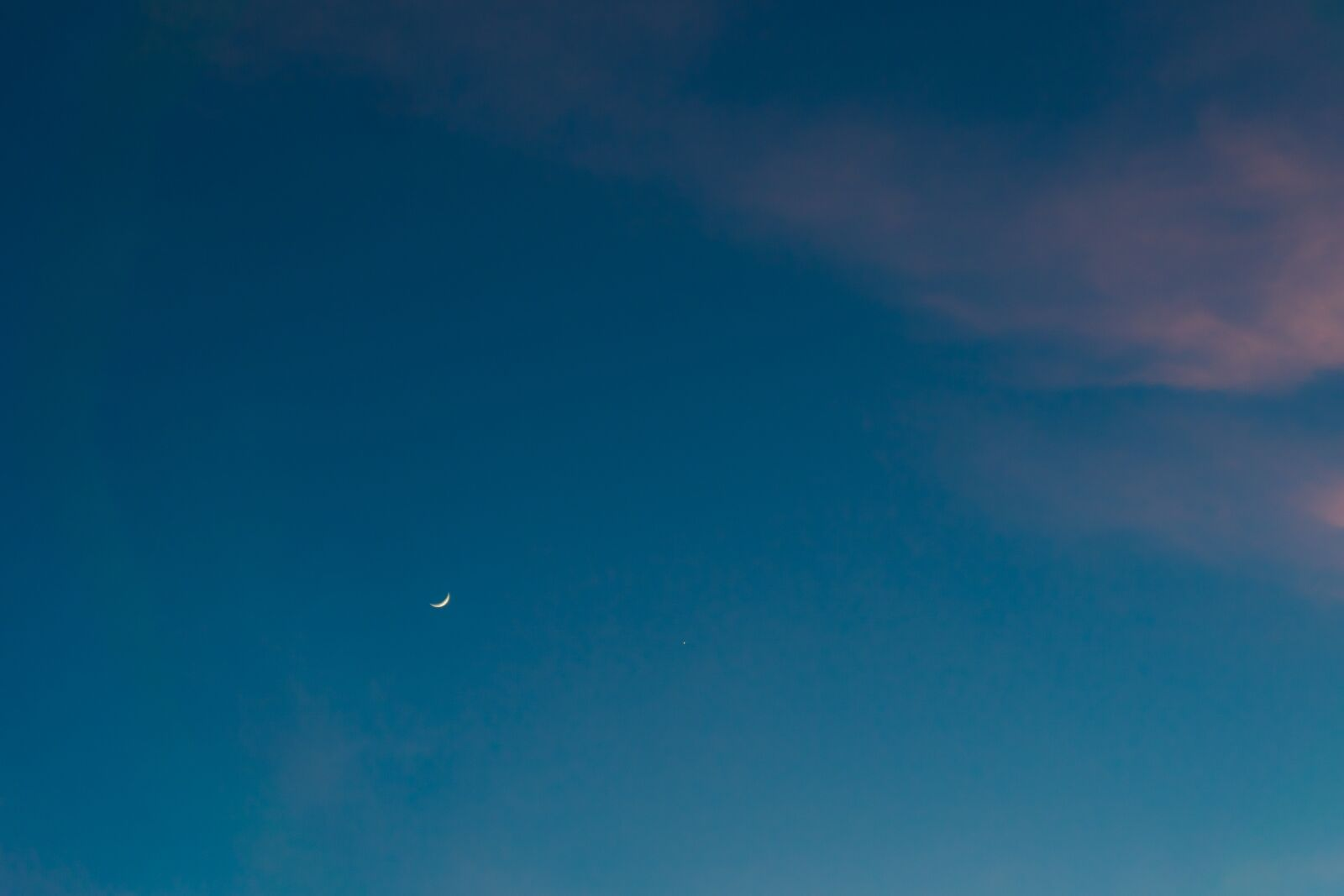 """Sony a6000 sample photo. """"Crescent, moon, night"""" photography"""