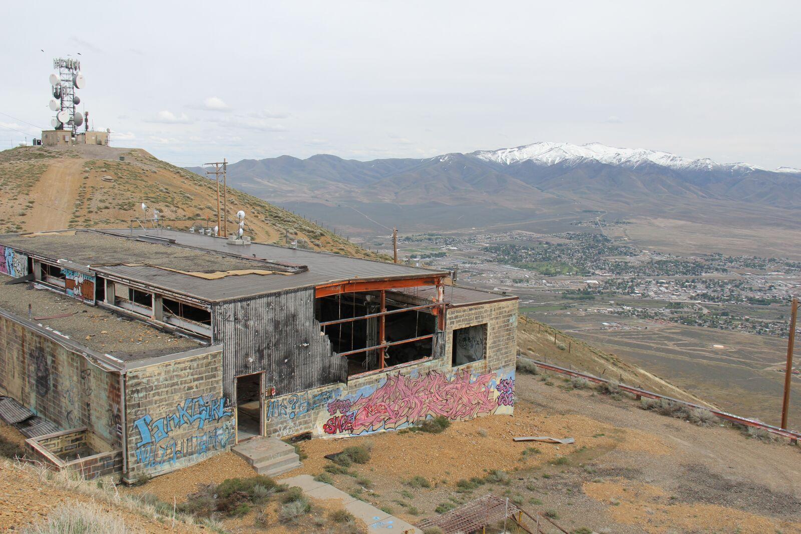 "Canon EOS 60D sample photo. ""Building, abandoned, graffiti"" photography"