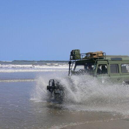 landrover, beach, fun, Panasonic DMC-FX7