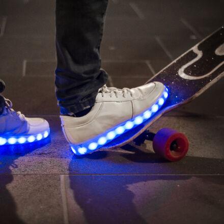 white, sneaker, with, led, Nikon D7000