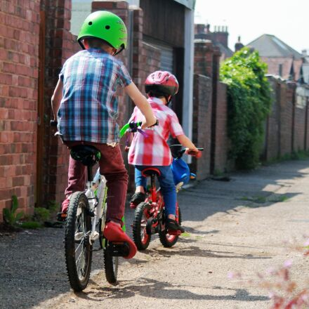alley, bicycles, bicyclists, Canon EOS 1100D