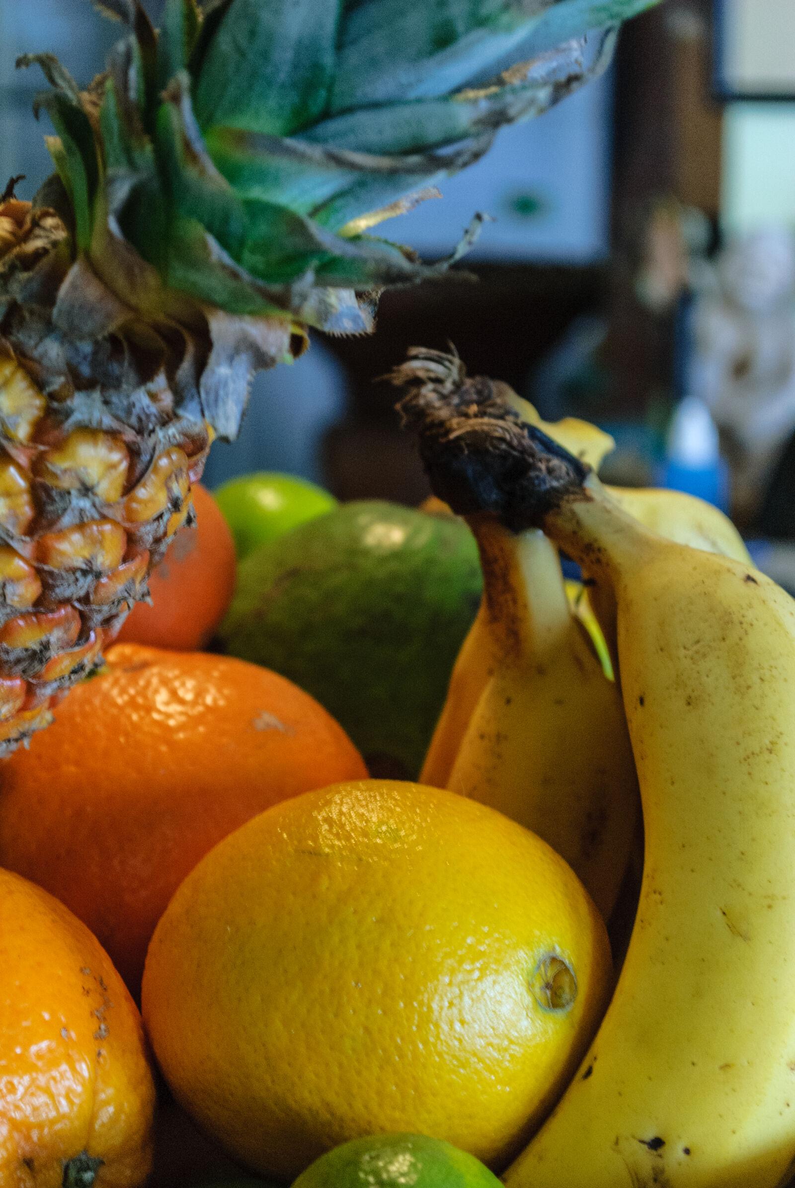 "Nikon D3000 sample photo. ""Abacaxi, banana, frutas, frutas"" photography"