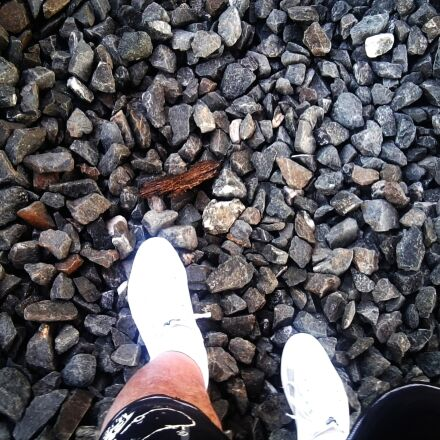 stones, pebble, feet, Samsung GT-S5620