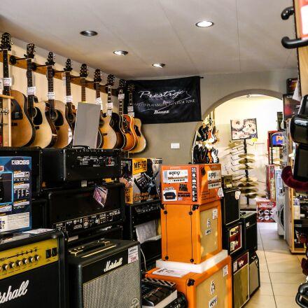 store, amp, guitar, Panasonic DMC-GH1