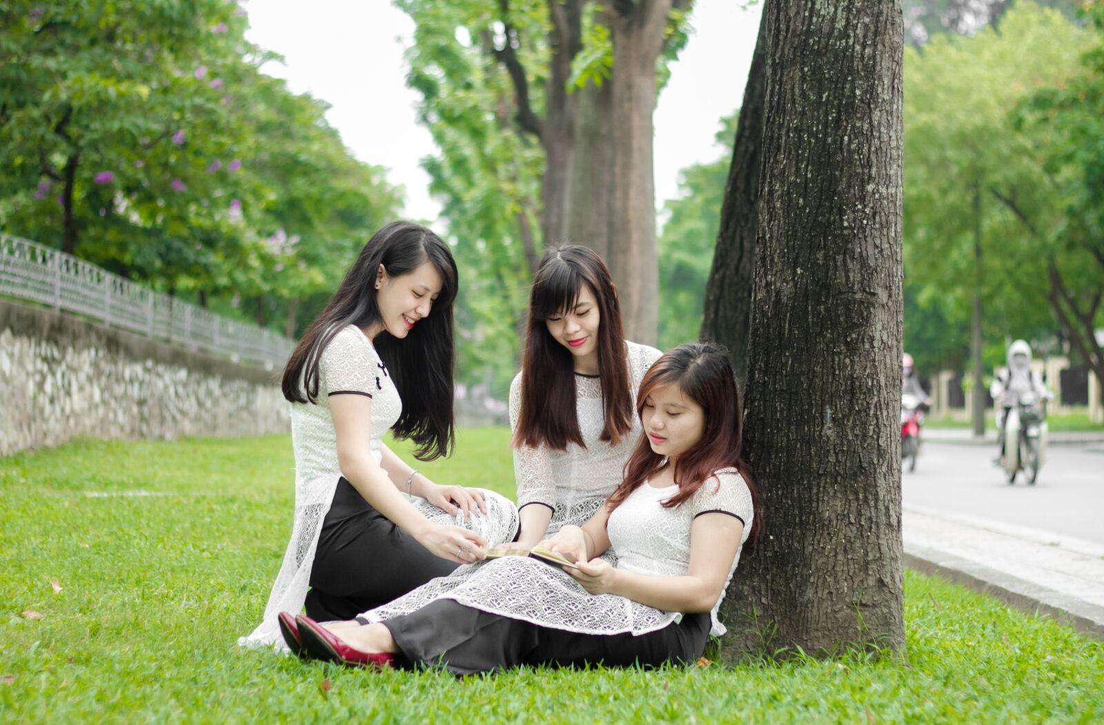"""Canon EOS 7D sample photo. """"Ao dai, student, garden"""" photography"""