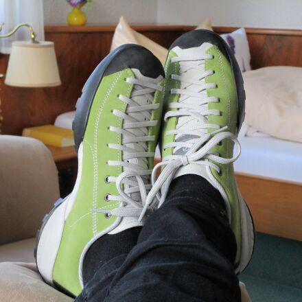 jogging, jogging shoes, casual, Canon IXUS 155