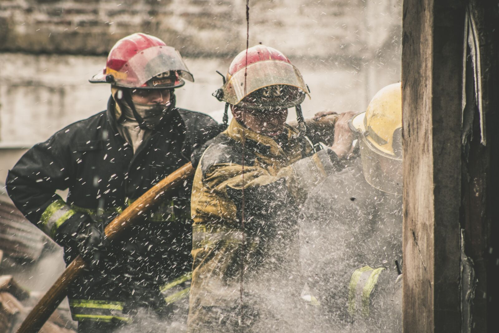 "Canon EOS 600D (Rebel EOS T3i / EOS Kiss X5) sample photo. ""Fire, fireman, water"" photography"