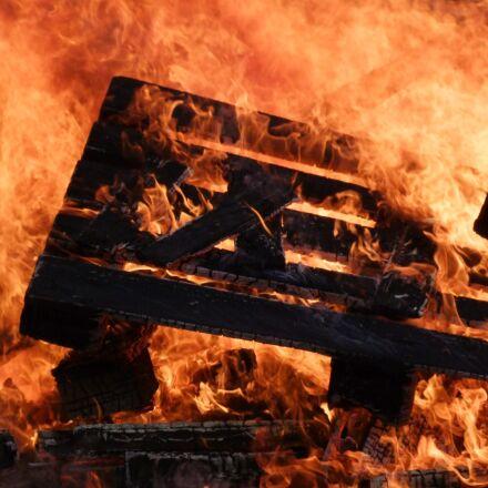 fire, flame, burn, Fujifilm FinePix S100FS