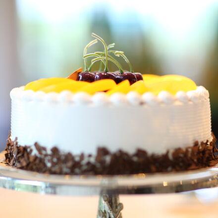 white, round, cake, topped, Canon EOS 5D MARK III