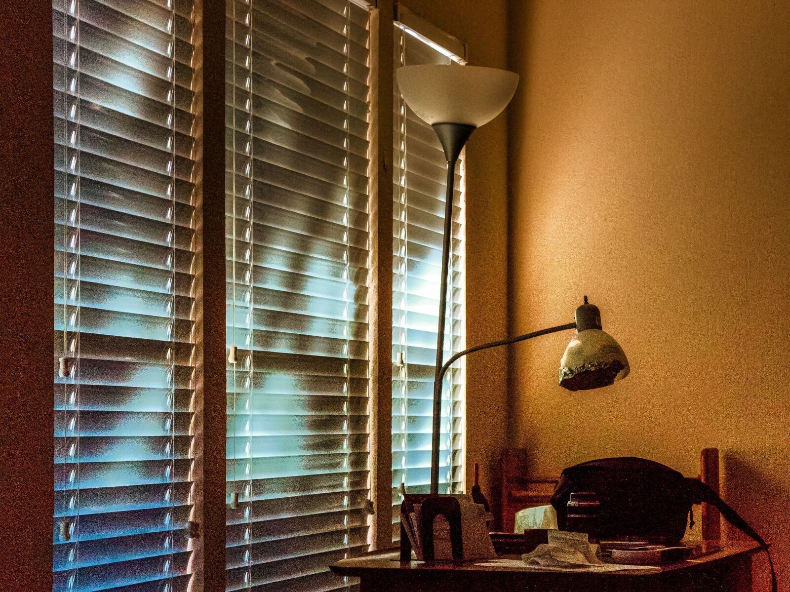 "Sony Alpha NEX-7 sample photo. ""Light shadow, shades, venetian"" photography"