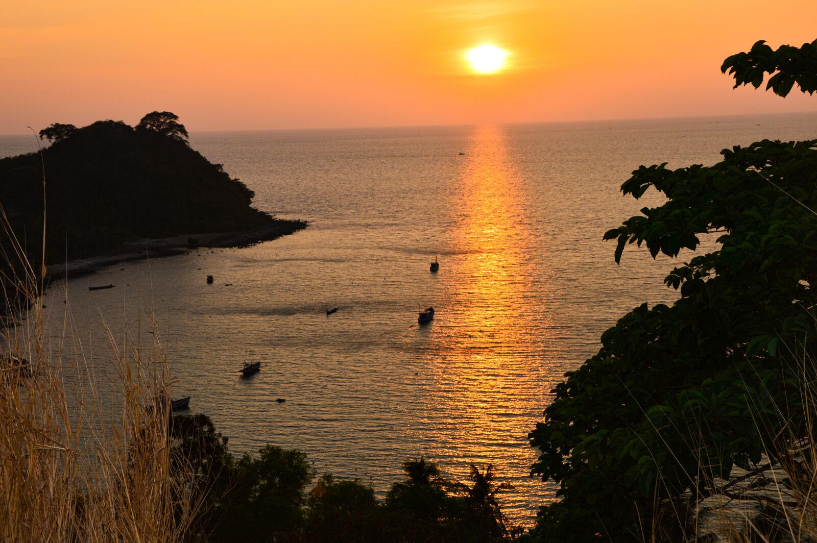 "Nikon D3200 sample photo. ""Nam du, the sea"" photography"