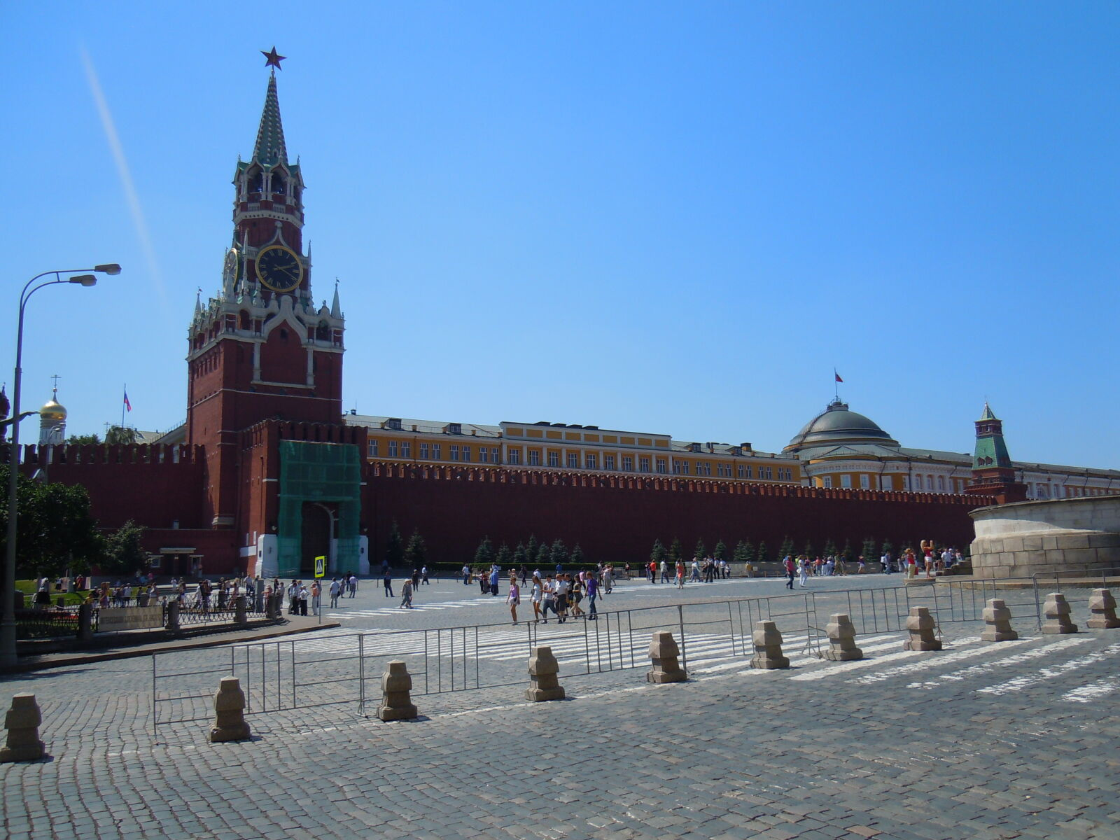 """Nikon Coolpix S8000 sample photo. """"Moscow, red, square"""" photography"""