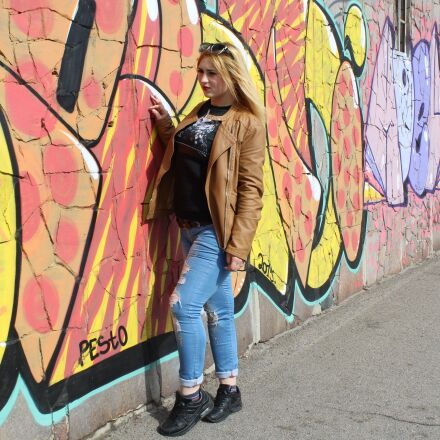 girl, graffiti, bright, Canon EOS 1200D