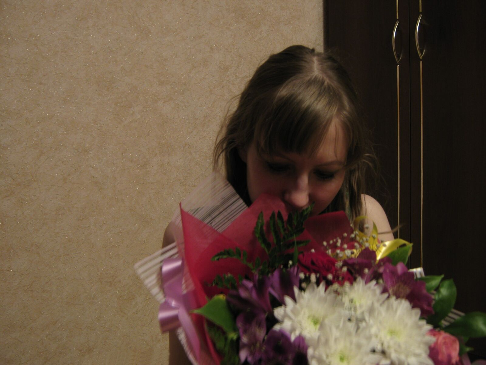 """Canon PowerShot A470 sample photo. """"Girl, flowers, bouquet"""" photography"""