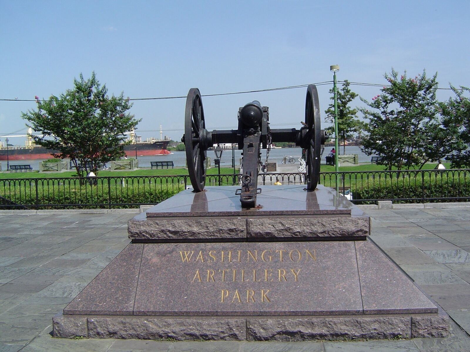 """Sony DSC-P72 sample photo. """"Cannon, stature, monument"""" photography"""