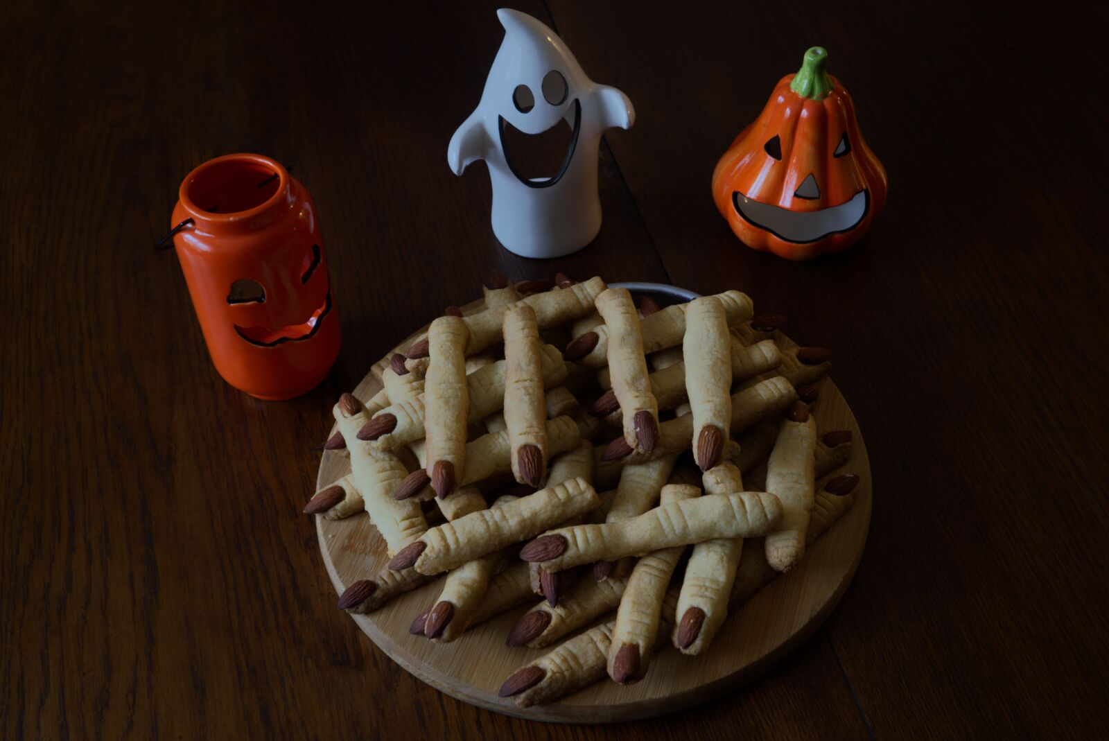 """Sony a6400 sample photo. """"Halloween, the cake, witch's"""" photography"""