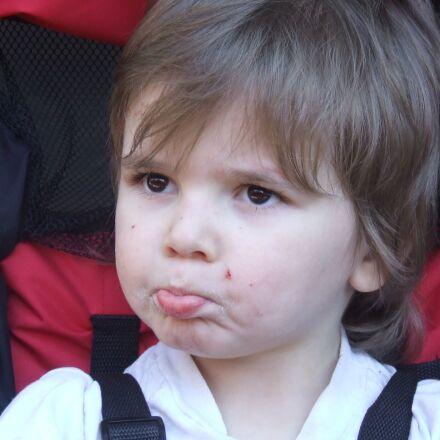 child, face, pouting, Fujifilm FinePix S5200