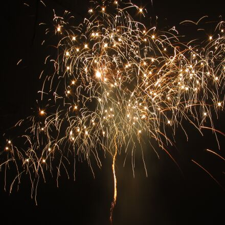 rocket, crackle effects, fireworks, Canon IXUS 1000HS
