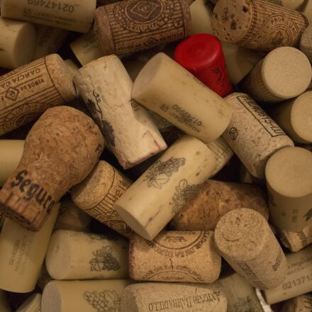 wine, plugs, corks, Canon EOS 100D