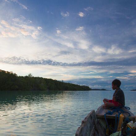 boy, boat, widi islands, Canon EOS 5D MARK II