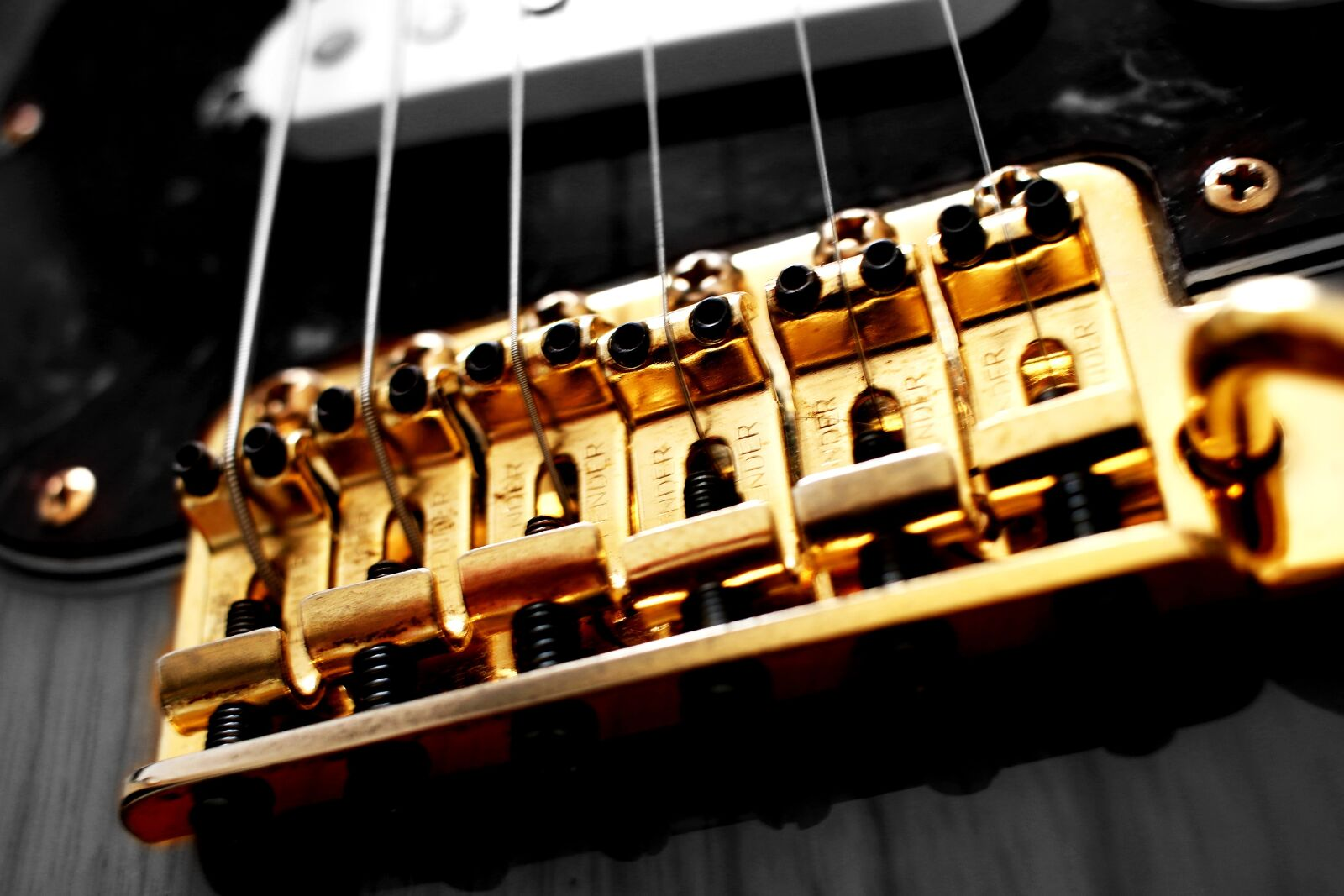 """Canon EOS 70D sample photo. """"Parts, stratocaster, gold"""" photography"""