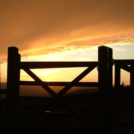 gate, sunset, golden, Fujifilm FinePix S602 ZOOM