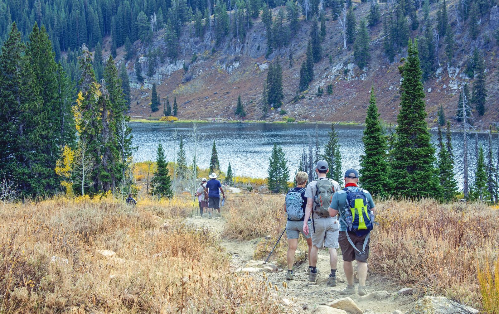 "Canon EOS 600D (Rebel EOS T3i / EOS Kiss X5) sample photo. ""Hiking, group, lake"" photography"
