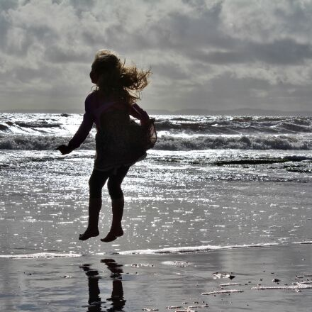 sea, girl jumping in, Canon EOS 600D