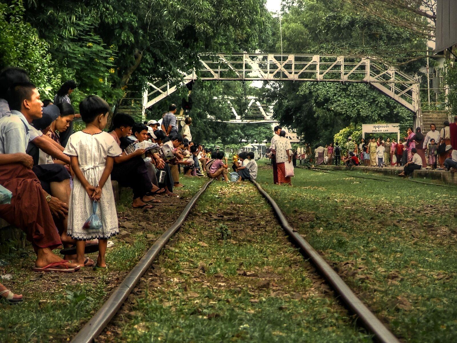 station, wait, people