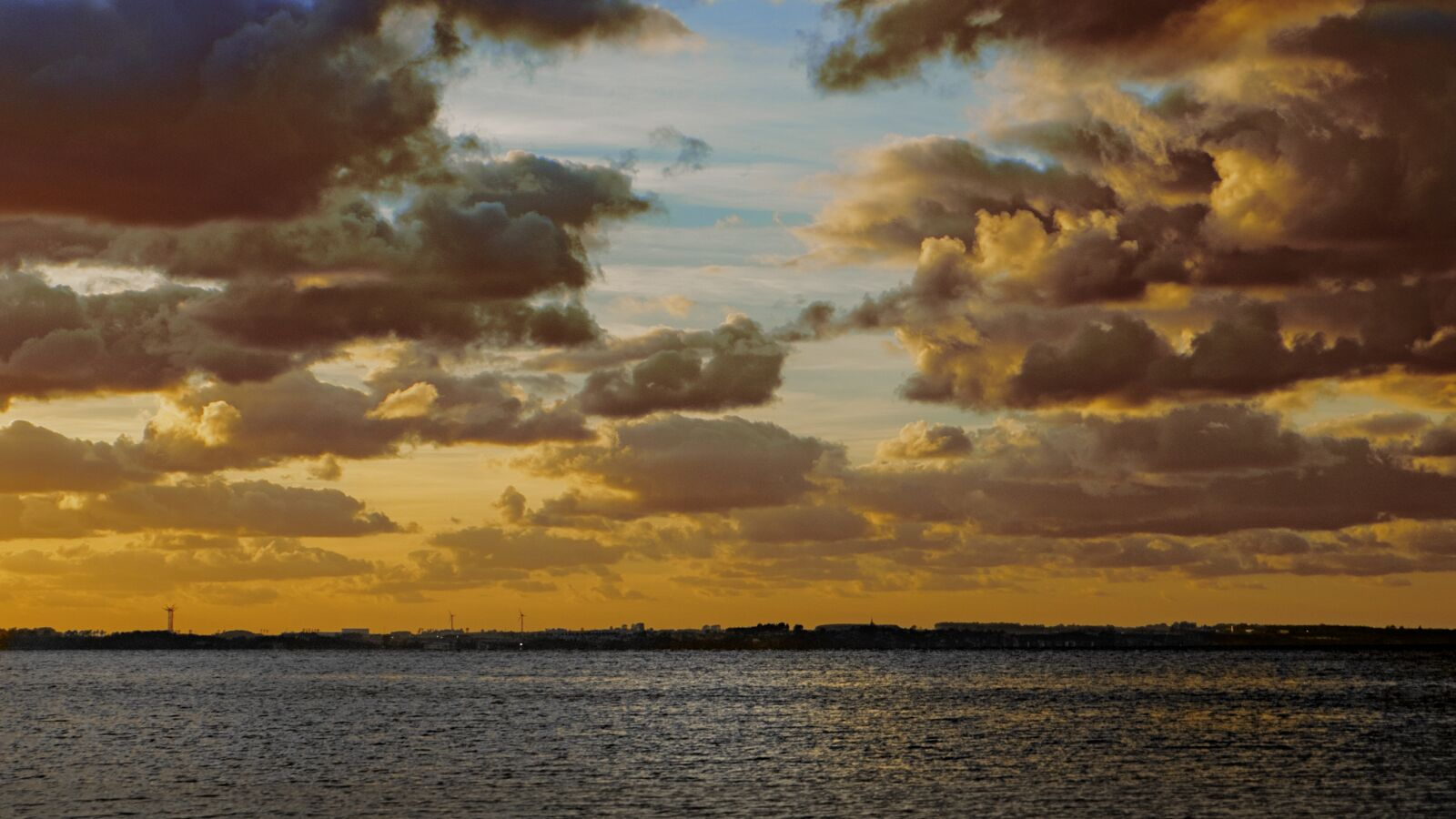 """Fujifilm X-E1 sample photo. """"Clouds, twilight, sea"""" photography"""