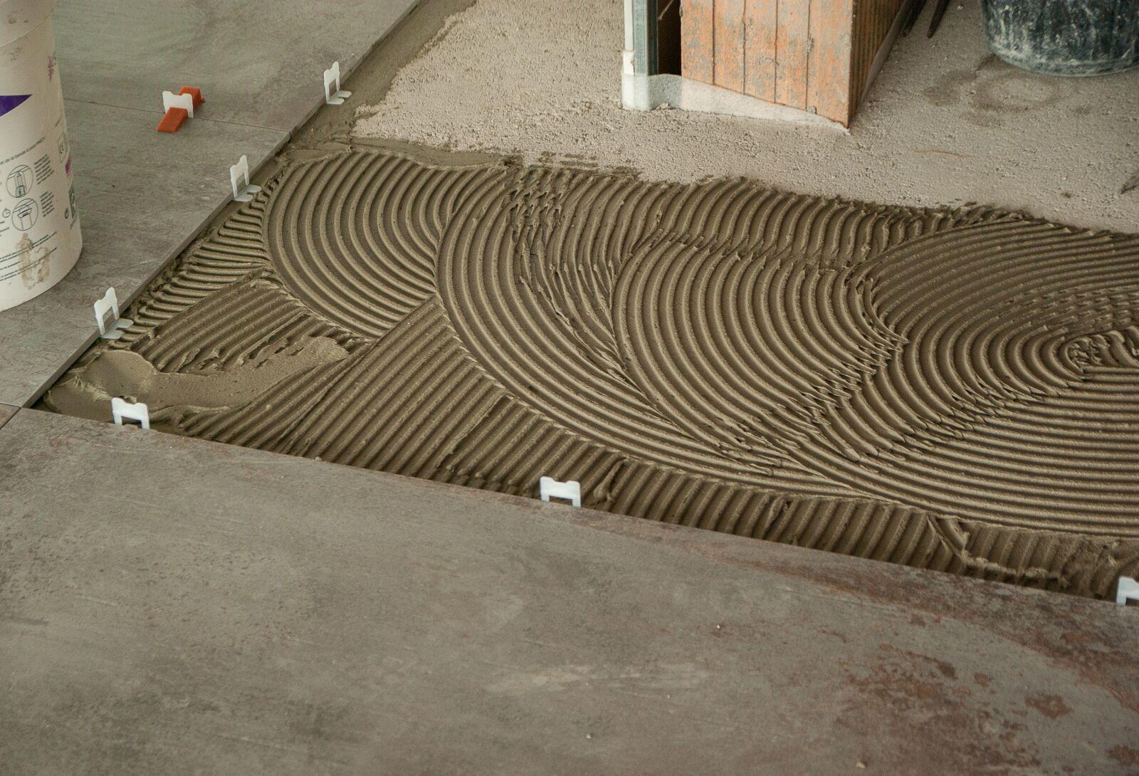"Pentax K10D sample photo. ""Tiler, tile, macon"" photography"