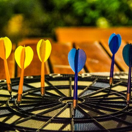 darts, night, Canon EOS 7D