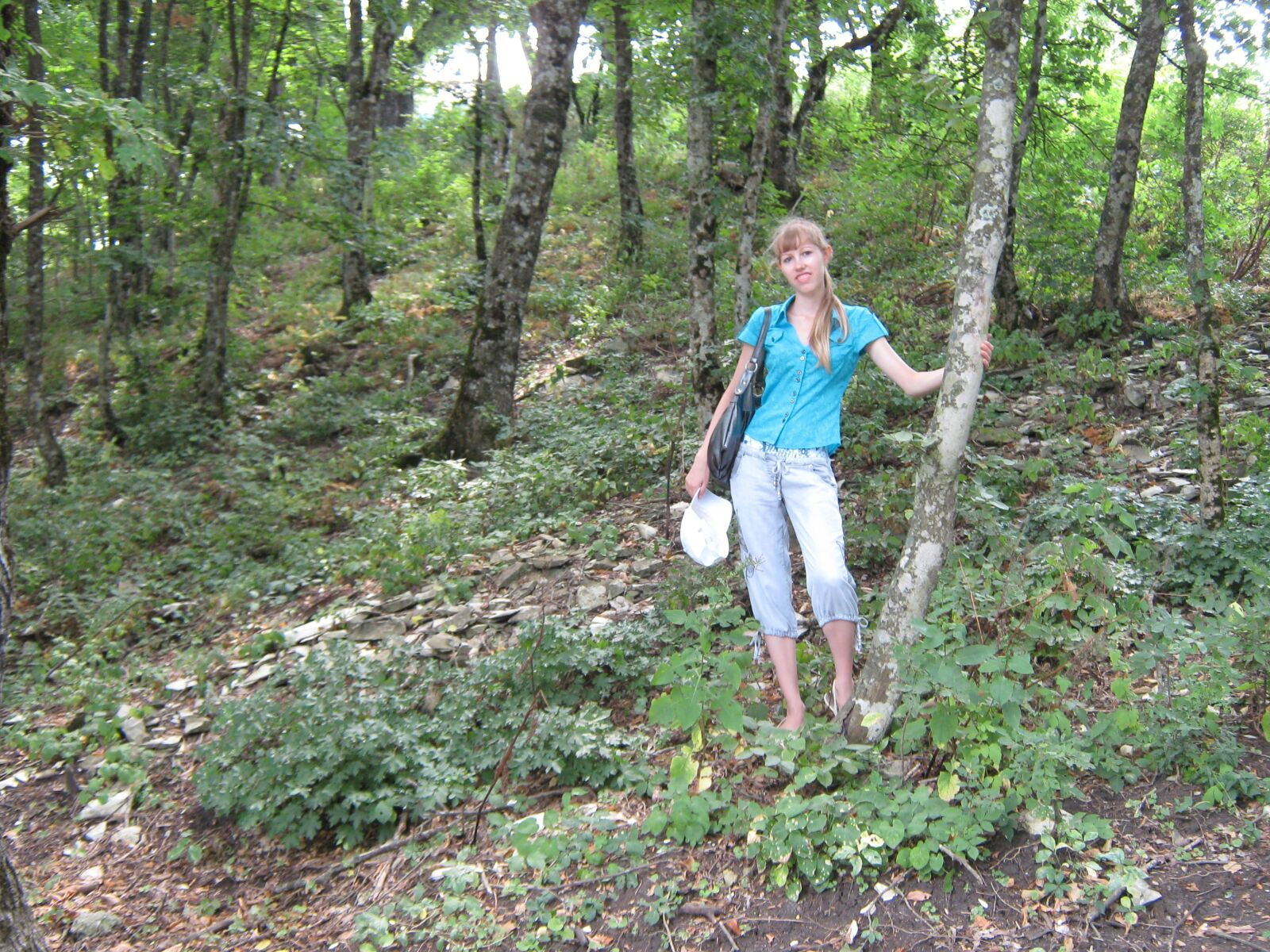"""Canon PowerShot A470 sample photo. """"Girl, forest, trees"""" photography"""
