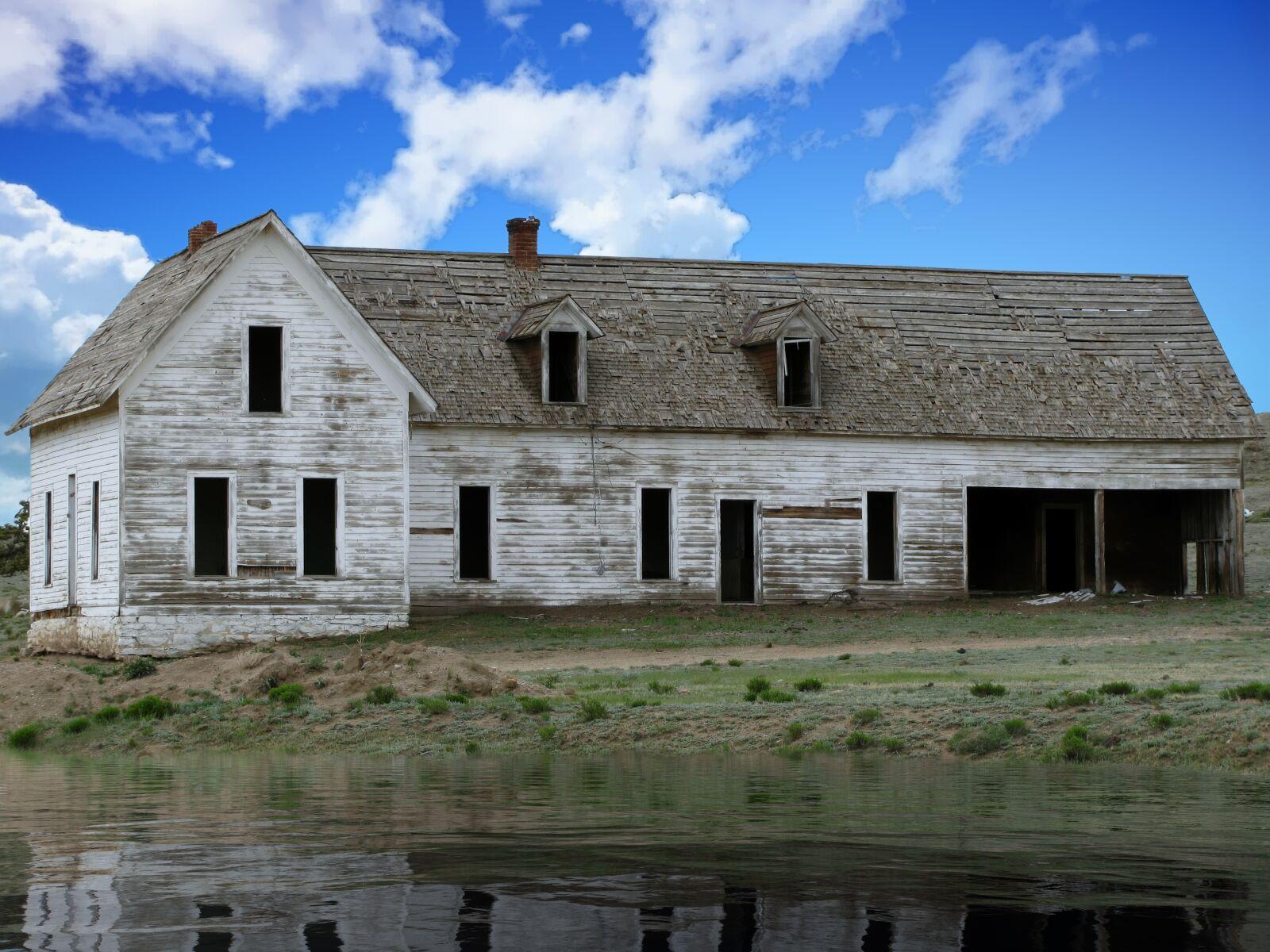 "Canon PowerShot SX110 IS sample photo. ""House, lake, landscape"" photography"