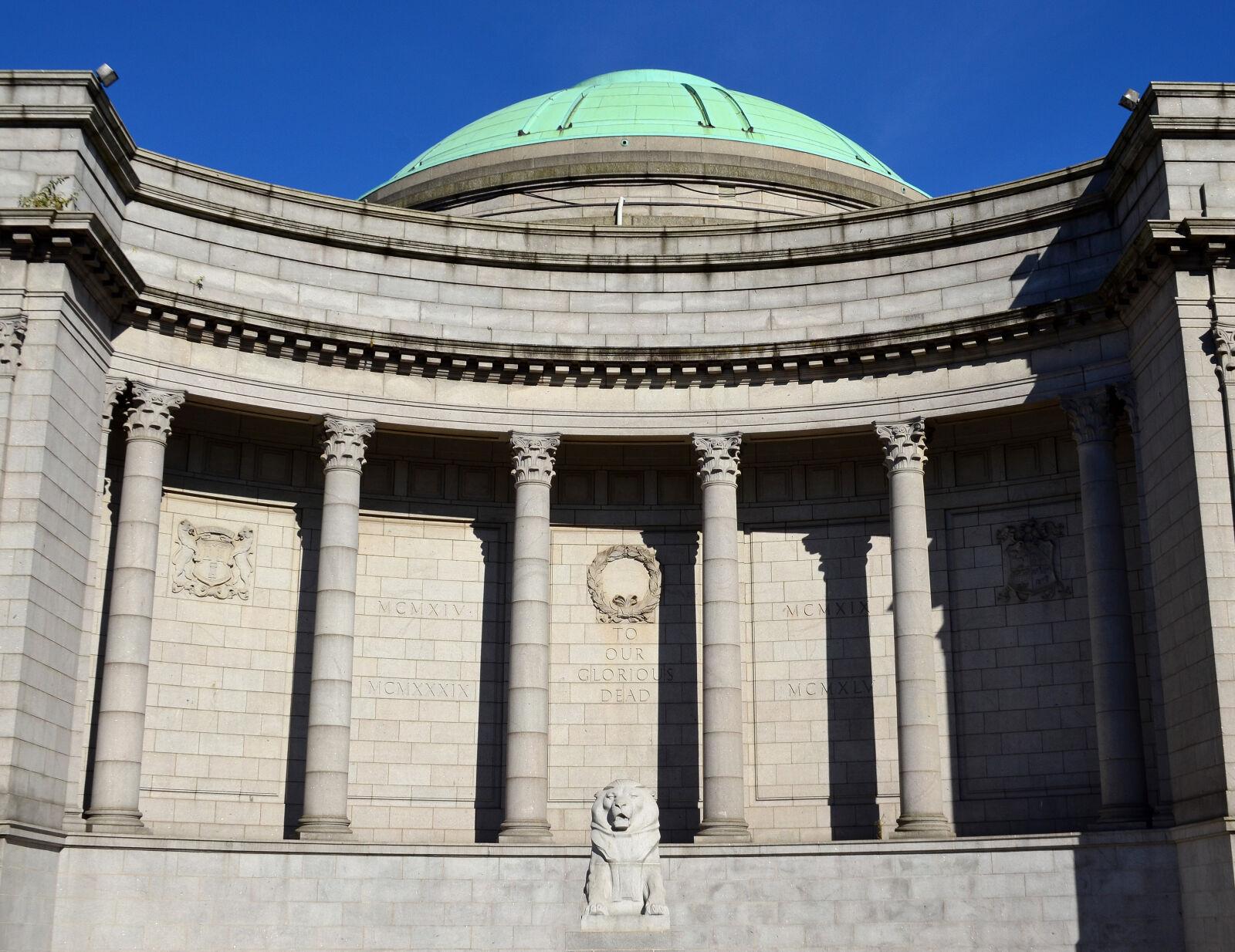 "Nikon D5100 sample photo. ""Aberdeen, scotland, buildings, lion"" photography"