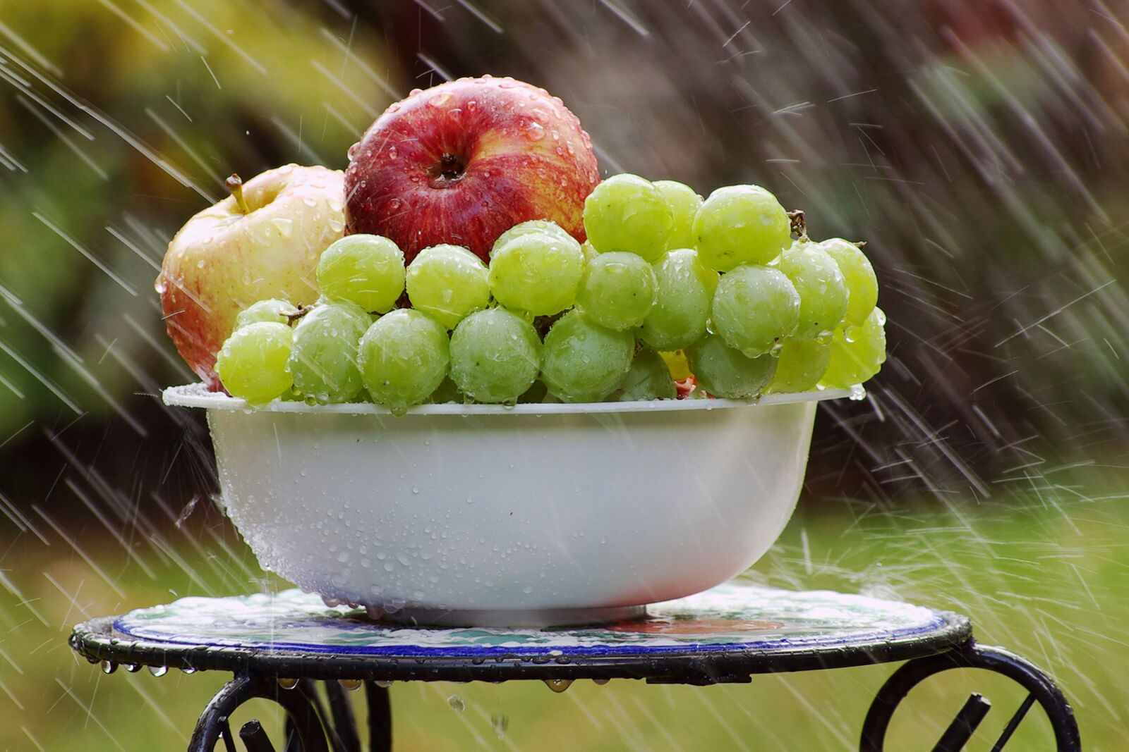 """Pentax K10D sample photo. """"Bowl of fruit in"""" photography"""