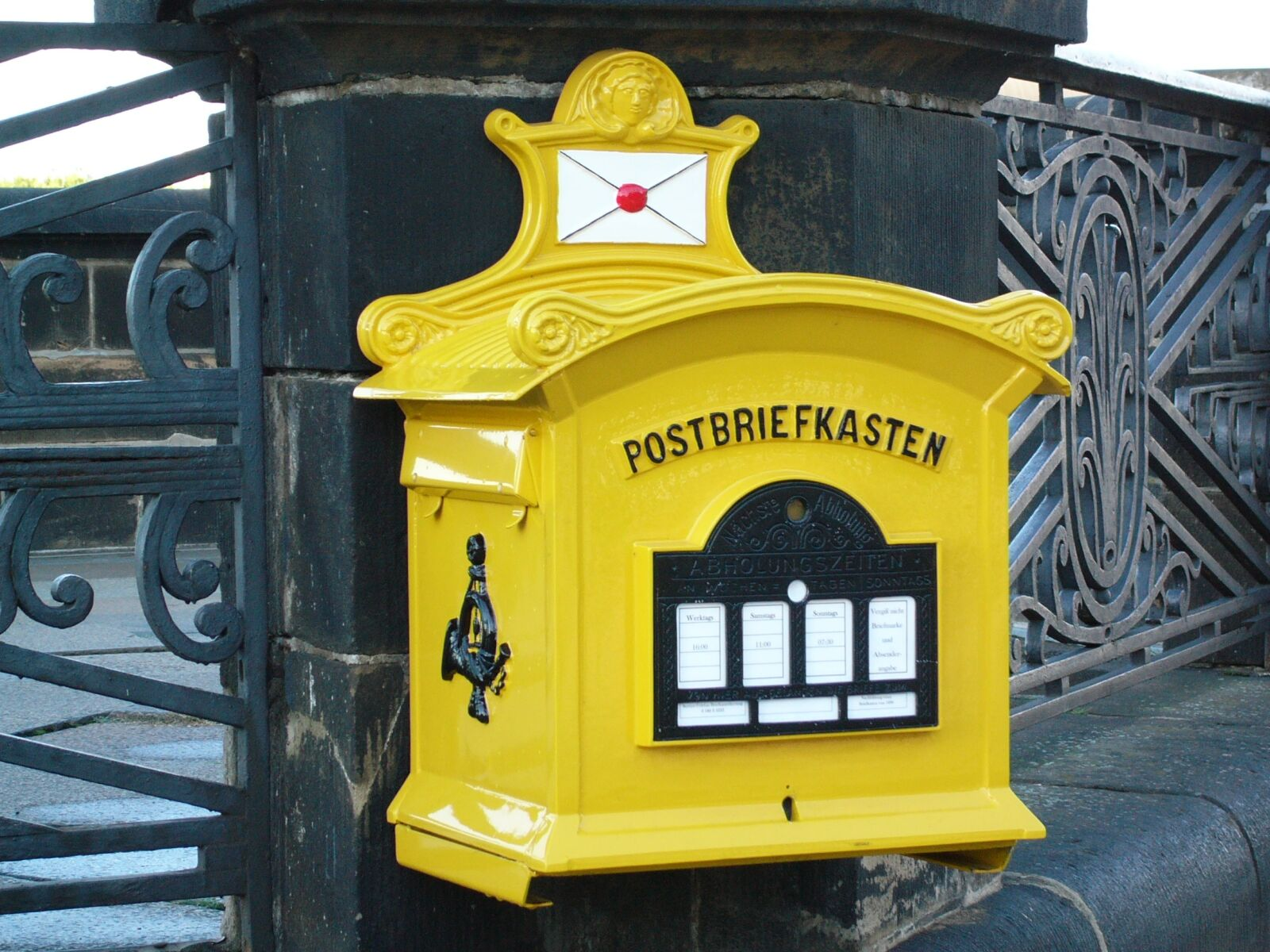 old, yellow, post mail