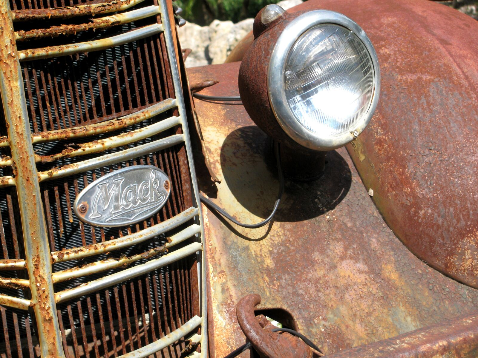 "Canon PowerShot SX110 IS sample photo. ""Rust, vintage car, head"" photography"