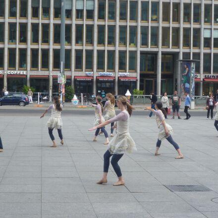 dancers, potsdam place, ballet, Panasonic DMC-FS10