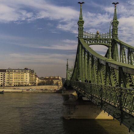 the liberty bridge, budapest, Samsung NX5