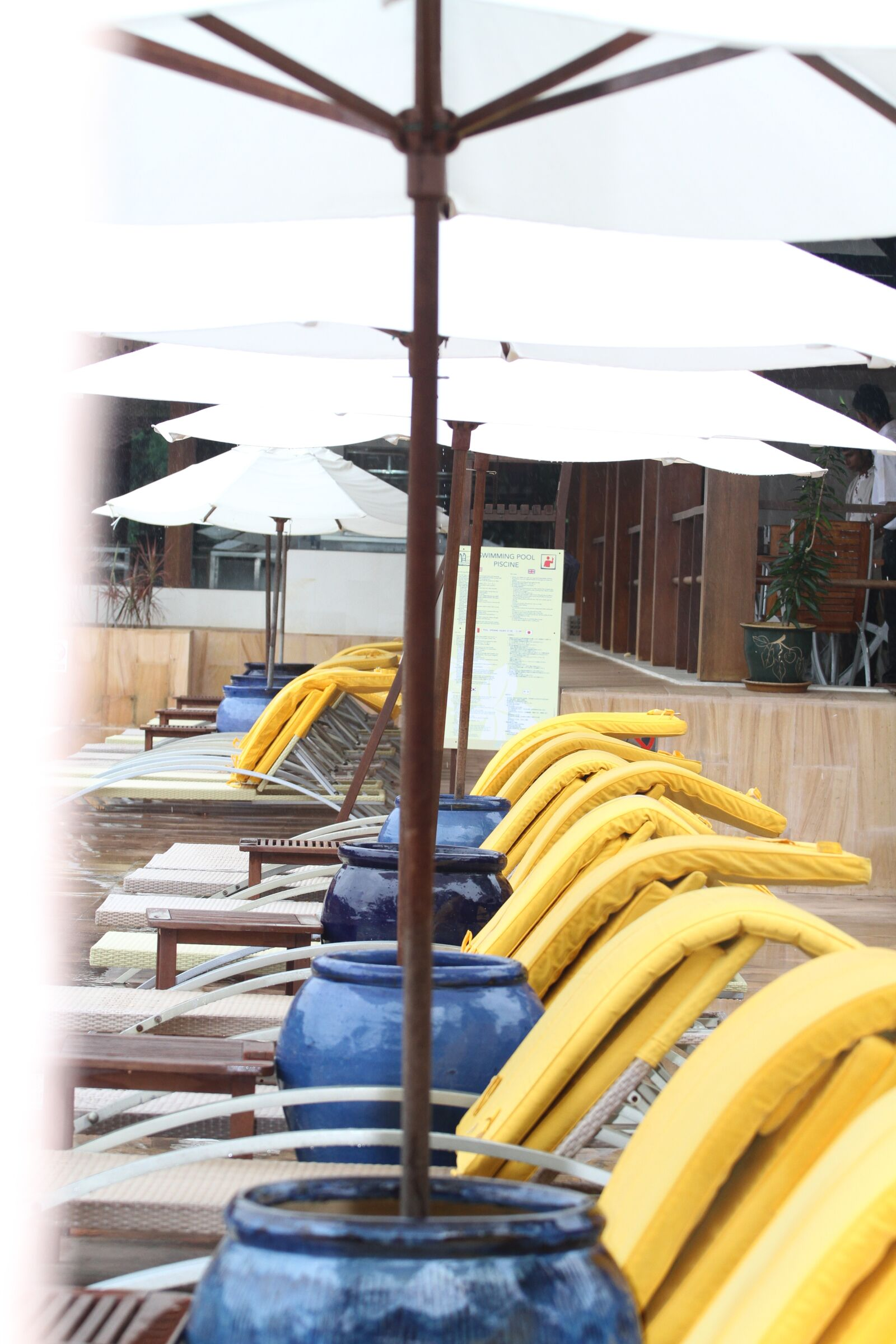 "Canon EOS 7D sample photo. ""Umbrella, chair, rest"" photography"