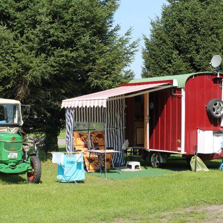 tractor, bandwagon, holiday, Canon EOS 1100D