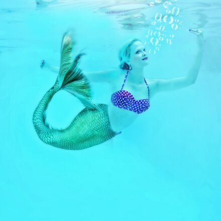 mermaid, underwater, swimming, Nikon COOLPIX S33